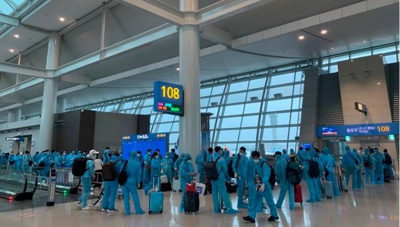 Đón 343 công dân Việt Nam trở về từ Hàn Quốc
