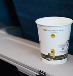 [Green planet] Sống xanh trên mỗi chuyến bay với cốc giấy uống nước