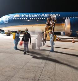 Chuyến bay đầu tiên đưa gần 300 công dân Việt Nam từ Trung Đông về nước